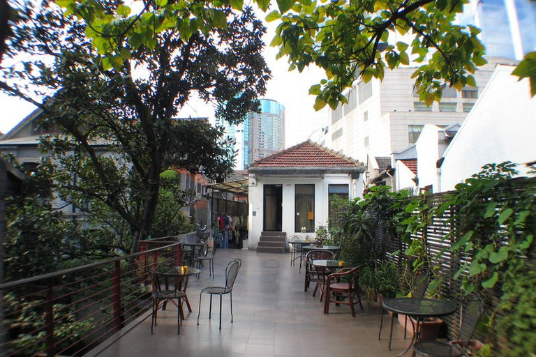 Mingtown Etour International Youth Hostel's courtyard is a place where guests can unwind