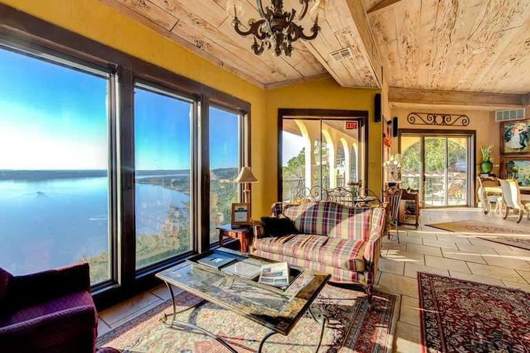 La Villa Vista is the Texas Hill Country