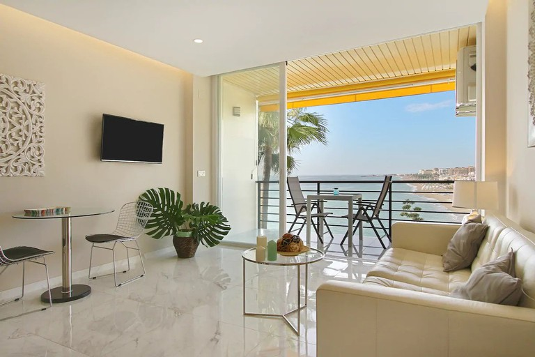 This flat is located on the beachfront at Torremolinos