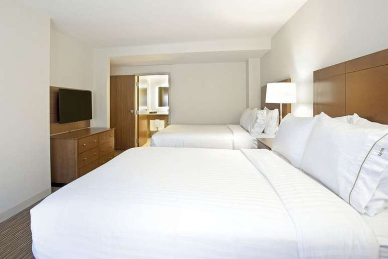 The Holiday Inn Express & Suites Austin Downtown is within walking distance of the Texas State Capitol