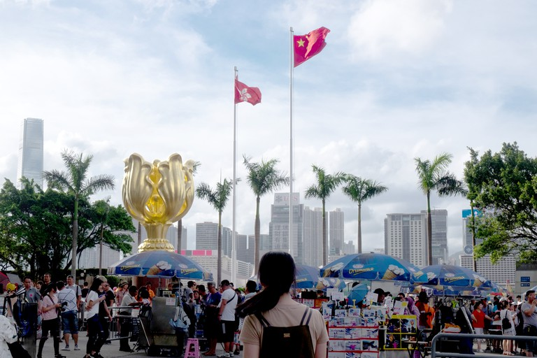 Hong Kong. 25th June, 2017. People visit golden bauhinia square on Sunday June 25, 2017. Various celebration events are planned for the 20th anniversary of Hong Kong hand over from Britain to China. Credit: Sun Yeung/Pacific Press/Alamy Live News