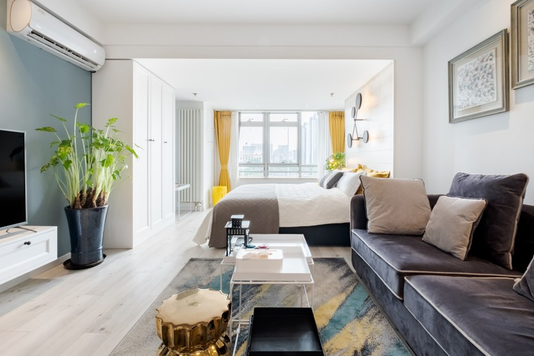 Super convenient apartment near Beijing Railway Station © Airbnb