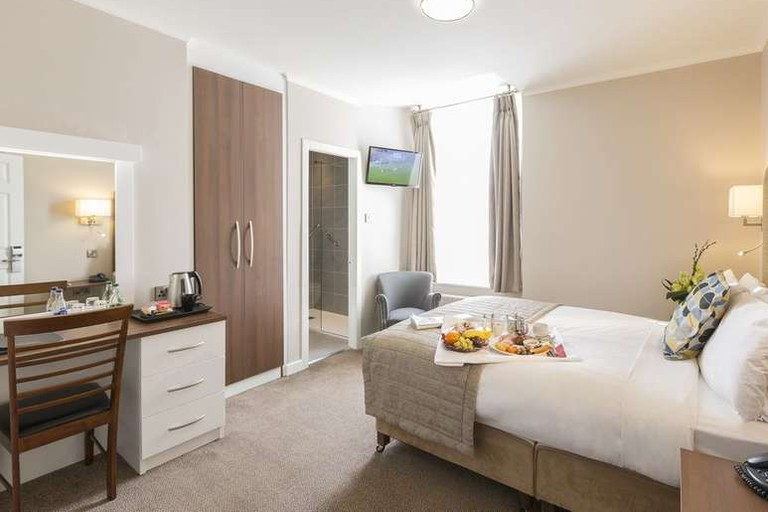 Guest room at Sandymount Hotel