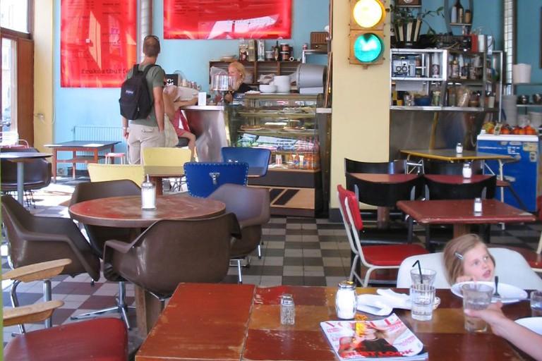 Cafe String