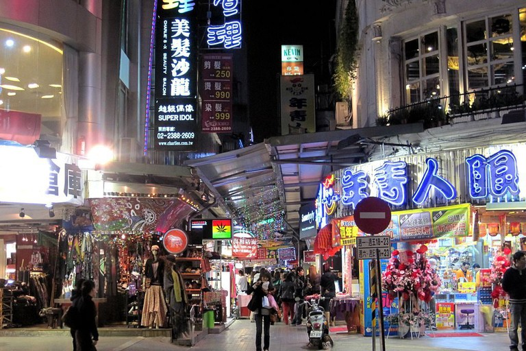 1024px-ximending_side_alley_at_night-1024x768