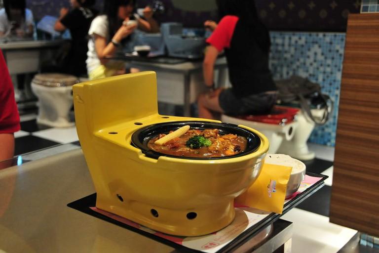 1200px-modern_toilet_restaurant-1024x680