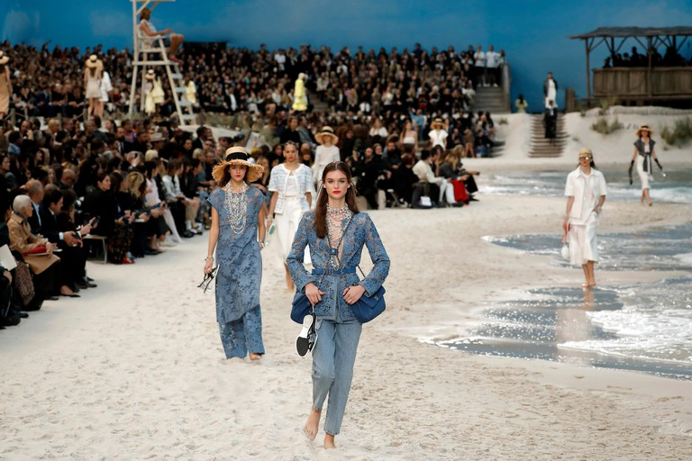 For the spring/summer 2019 resort collection, Lagerfeld brought the beach to the Grand Palais