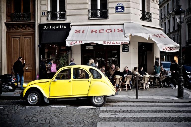 Citroen 2CV in Paris