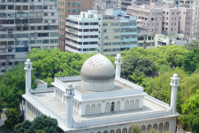 The Kowloon Mosque and Islamic Centre mostly serves Sunni Muslims from Pakistan and Indonesia