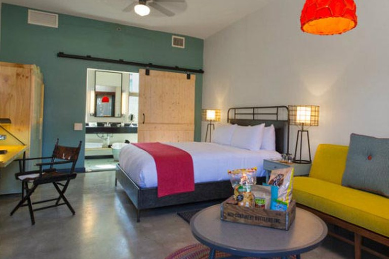 'Retro-ranch' rooms bring vintage '50s style into the 21st century