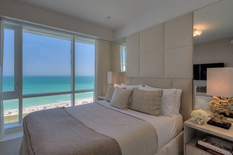 Luxurious 4 Bed Direct Ocean 5 Star Penthouse