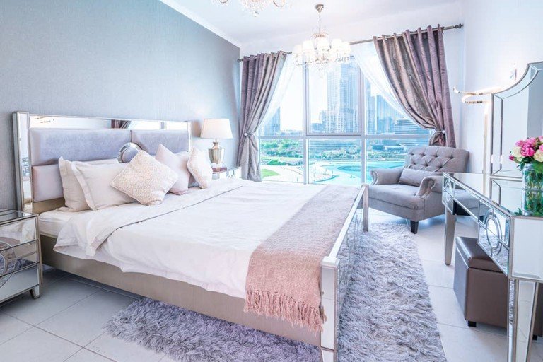 Enjoy an elegant royal suite in Dubai's Downtown district