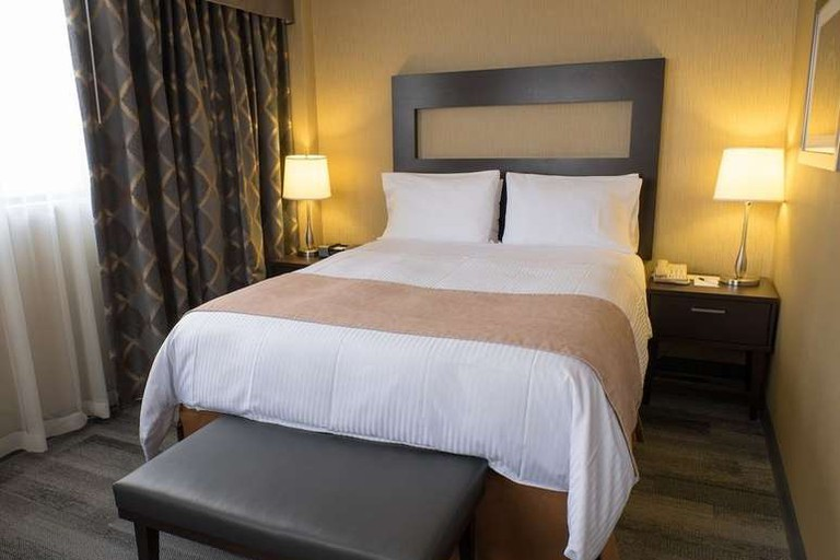 The Roehampton Hotel is situated about four miles from Downtown