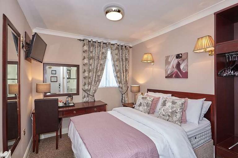 The Uppercross House Hotel