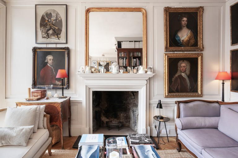 Classical apartment on the Royal Mile