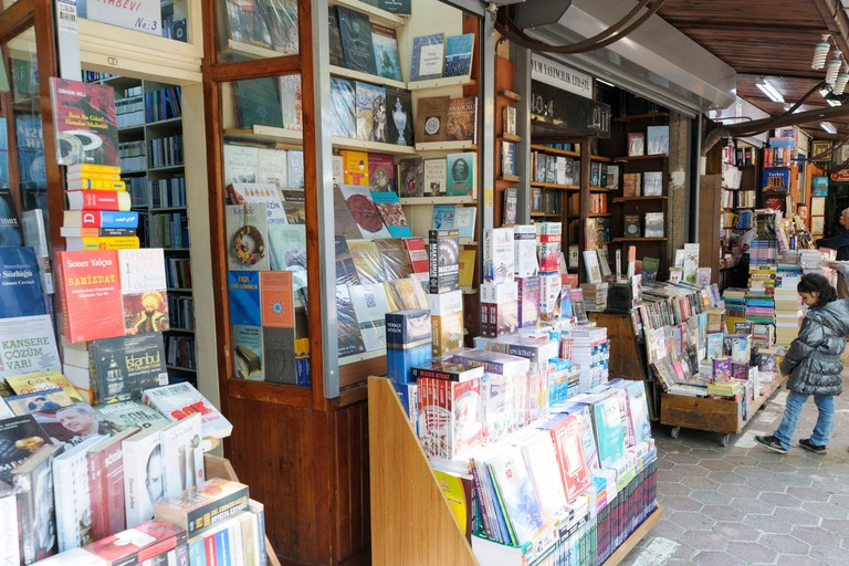Antique Books Market (Sahaflar Carsisi), Beyazit Square, Istanbul, Turkey.