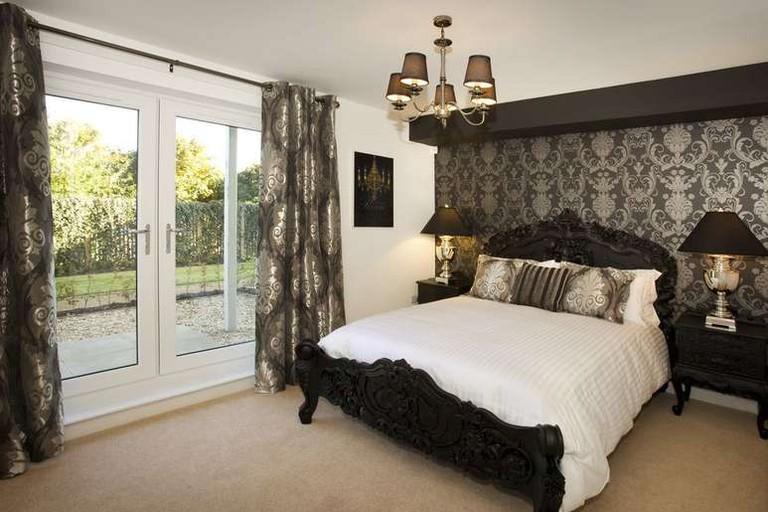 Oakhill Apartments Edinburgh offers beautifully decorated accommodation