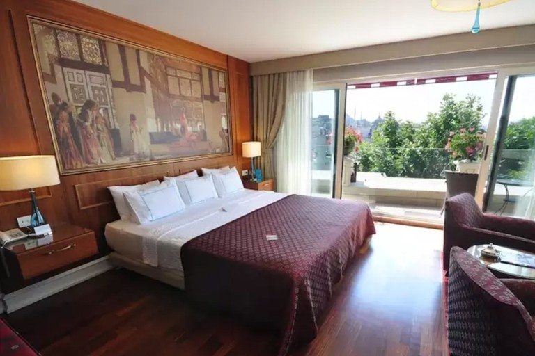 The Neorion Hotel is situated between the Topkapı Palace and the Galata Bridge