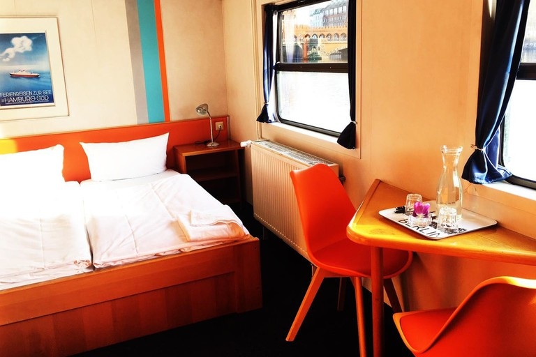 Hostel Eastern and Western Comfort Hostelboat