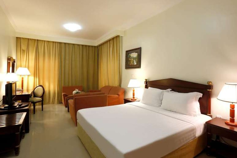 Guest room at Ezdan Hotel West Bay