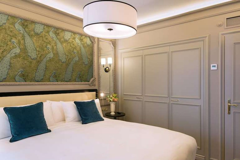 Junior suite at Hotel Avenida Palace Barcelona