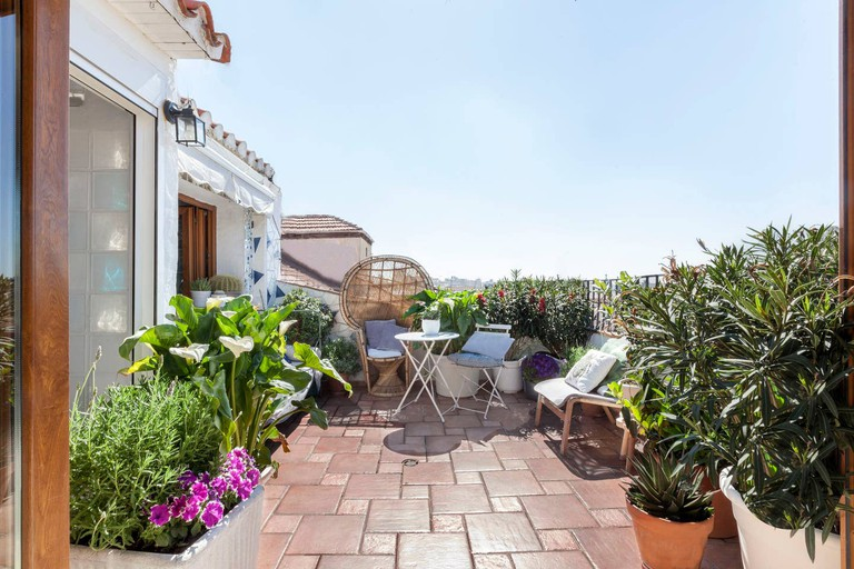 This apartment offers an unbeatable location in hip Malasaña