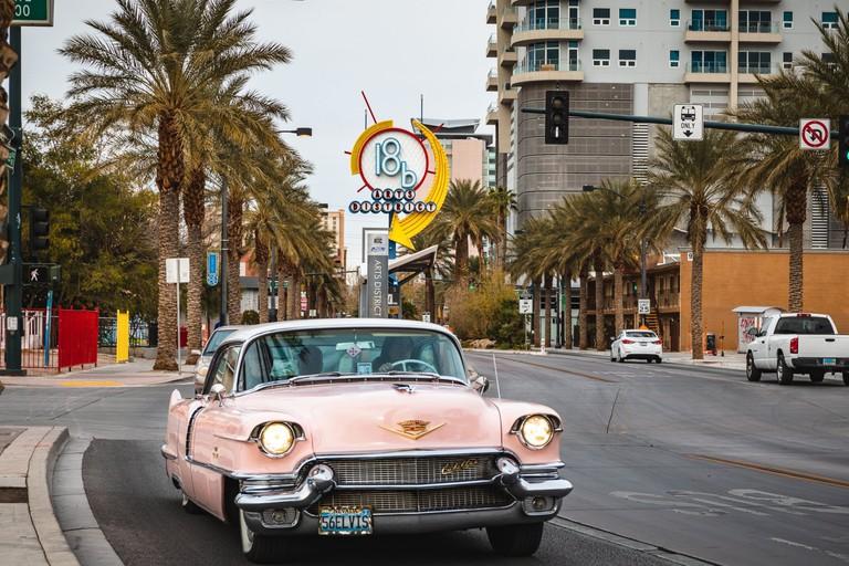 c-fakepath-urban-adventures-usa_las_vegas_pink_cadillac_elvis