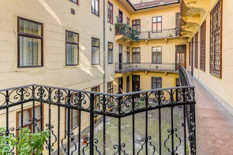 Cosy room steps away from Andrássy Avenue