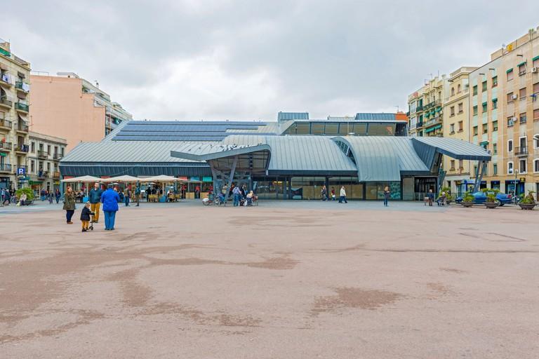 Barceloneta Market is conveniently located near the beach