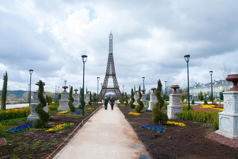 See replicas of some of Europe's most famous monuments at the Parque Europa