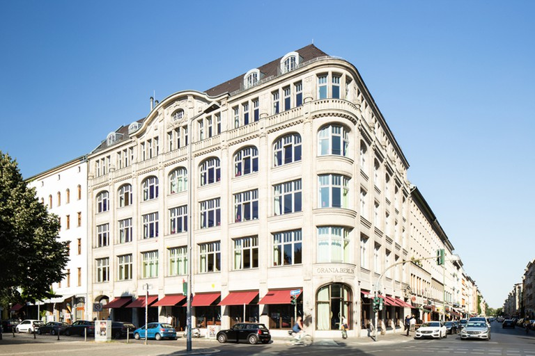 The hotel building began as the Oranienpalast Kabarett Café in 1913