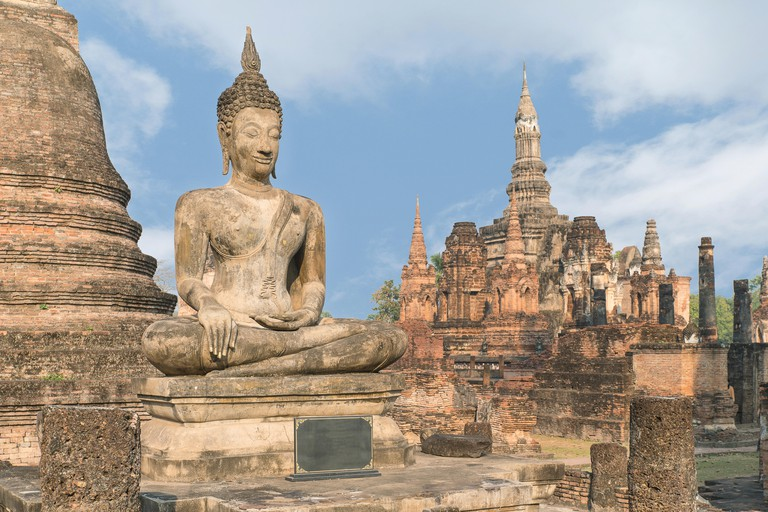 Learn the art of Buddhist meditation at Wat Mahathat