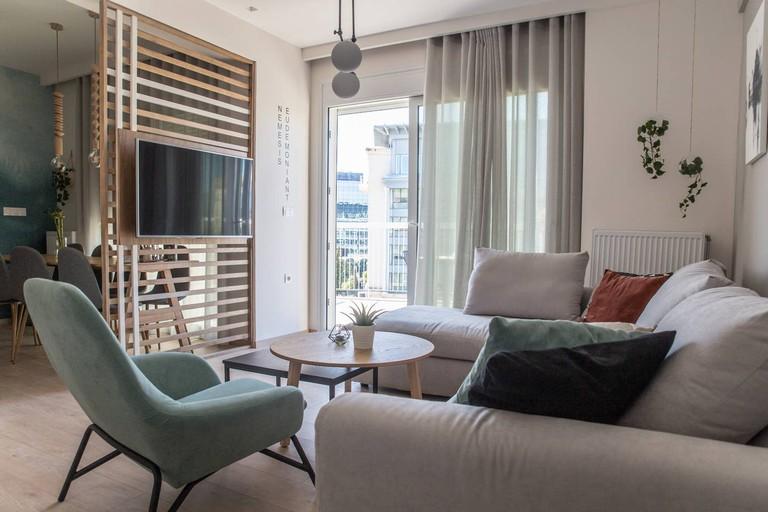 Spacious apartment in the heart of Koukaki
