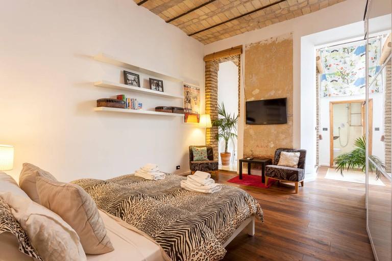 This apartment has exposed brick walls and the original 18th Century Fresco.