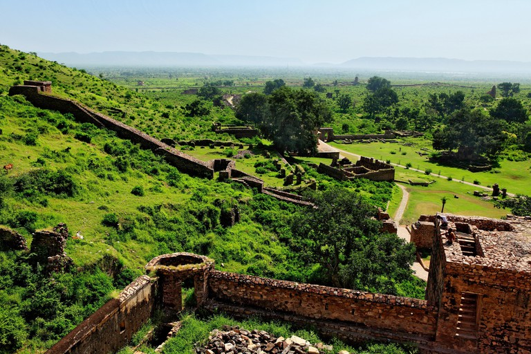 Ruin fort ; Bhangarh ; Rajasthan ; India