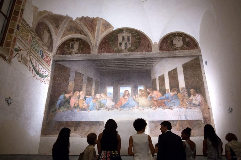 "US First Lady Michelle Obama views Leonardo da Vinci's ""The Last Supper"" with Prime Minister Matteo Renzi, wife Agnese Landini and their families at the Church of Santa Maria delle Grazie June 18, 2015 in Milan, Italy."