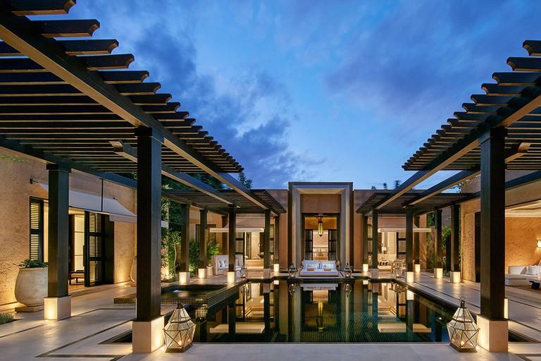 marrakech-villa-oriental-pool-terrace-dusk