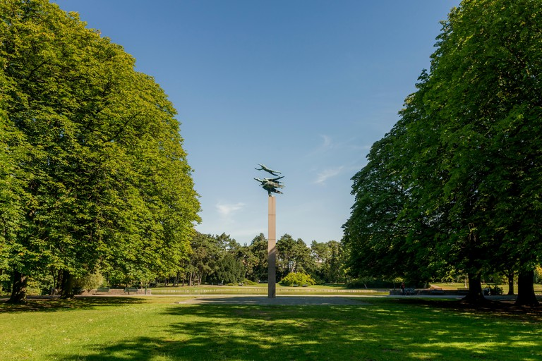 Sweden, Skane, Malmo, Pegasus statue in Kungsparken under clear sky