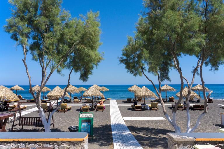 Perissa Beach, auch Perivolos Strand oder Perivoli Strand genannt, Badestrand bei Perissa, Santorin, Kykladen, Aegaeis, Griechenland, Mittelmeer, Euro