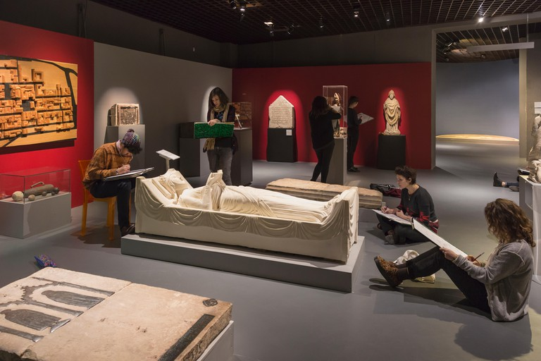 Art students sketching the replica of the tomb of Eleanor of Aquitaine in the Musee d'Aquitaine