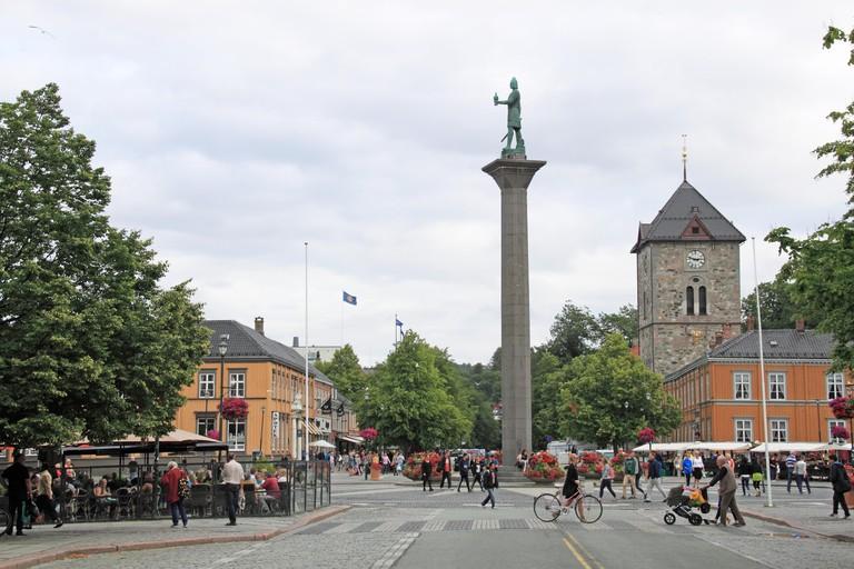 Olav Tryggvason statue and Torget (Market Square), Midtbyen, Trondheim, Sor-Trondelag, Norway, Scandinavia, Europe
