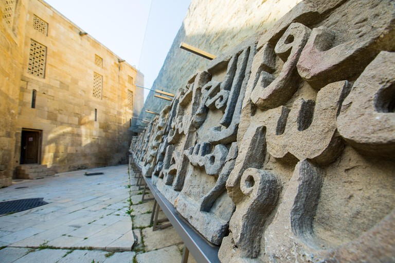 Baku, Azerbaijan. 20th Apr, 2016. Fragments of Arabic caligraphy carving next to the cistern in the Palace of the Shirvan Shahs. © Aziz Karimov/Pacific Press/Alamy Live News