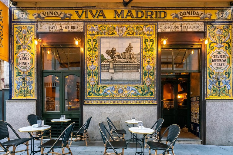 Famous restaurant Viva Madrid in the Barrio de las Letras or Literary Quarter. Dating back to 1856 it's also a tapas and cocktail bar. Madrid Spain.