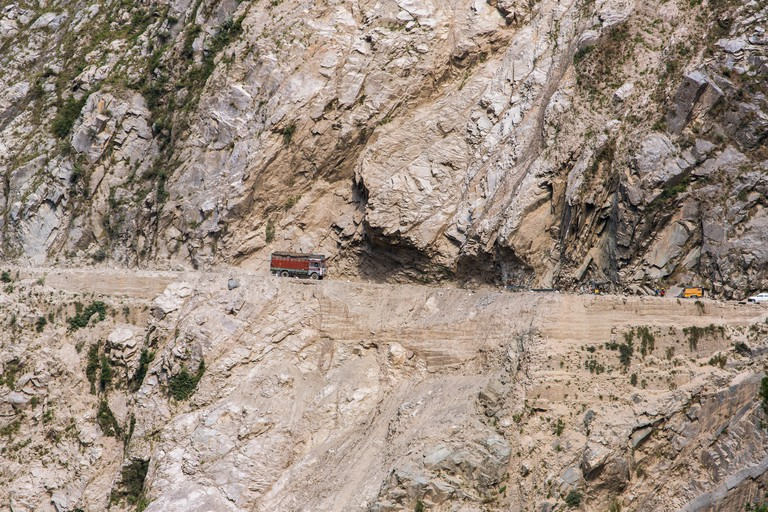 Traffic on the Zojila Pass