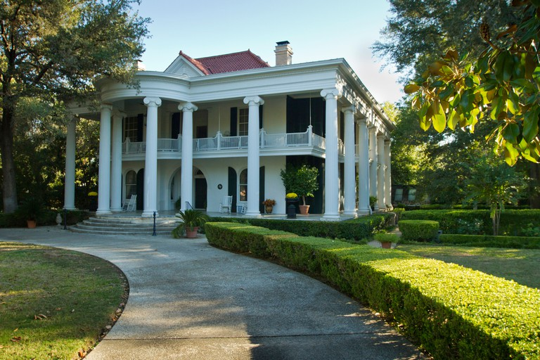 Belle Oaks Inn, plantation style bed & breakfast in Gonzales, Texas