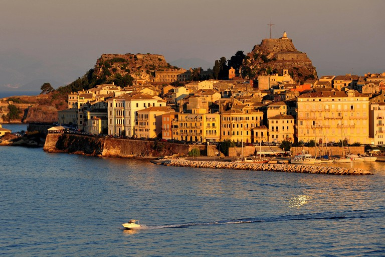 The old fortress (Palaio Frourio), the old town and the marina of Corfu (Greece) in the evening sun, 16 August 2016. | usage worldwide