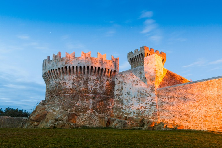 The fortress of Populonia was built in the 15th century with stones taken from Etruscan remains