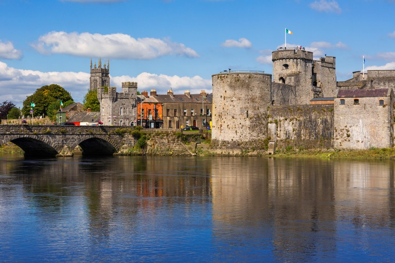 Limerick, County Limerick, Republic of Ireland.  Eire.  13th-century King John?s Castle seen across the River Shannon.