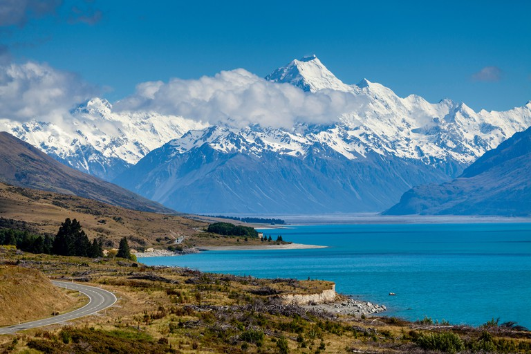 Lake Pukaki and Mt Cook (Aoraki), Mount Cook National Park, South Island, New Zealand