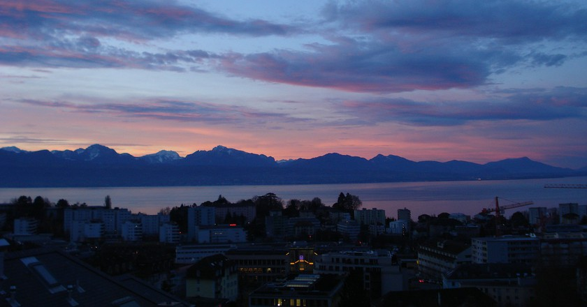 Sunrise in Lausanne, Switzerland © Pixabay